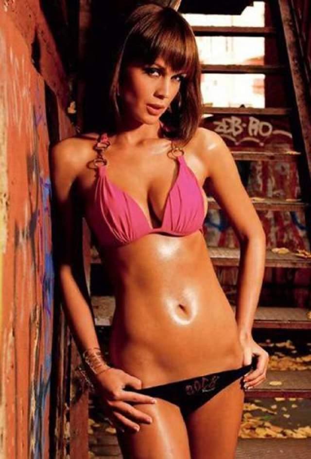"""Анна Логинова 29-летняя фотомодель и телохранитель Анна Логинова погибла 27 января 2008 года в Москве при угоне своего автомобиля - серебристого """"Porsche""""."""