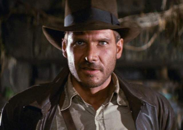 """Но предложение поступило одновременно с предложением сняться в сериале """"Частный детектив Магнум"""", и, к счастью"""" актер выбрал сериал. Подумать только, мы ведь могли получить Индиану Джонса с усами и в гавайской рубашке!"""