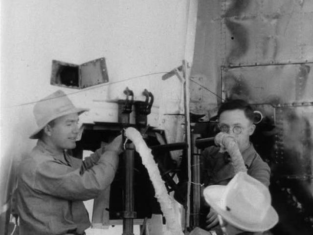 """Однако, когда название """"лагерь Оверкаст"""" о квартирах ученых стало известно в округе, в марте 1946 года программа была переименована в операция """"Скрепка"""". Вопреки попыткам засекречивания, уже спустя год пресса взяла интервью у некоторых из ученых."""