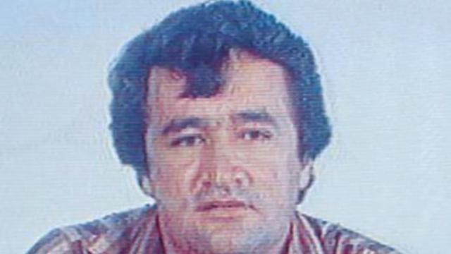 В итоге был убит на ранчо во время полицейского штурма.