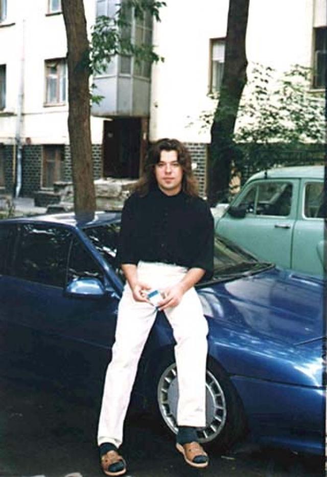 В бизнесе также вскоре возникли проблемы. Его обвинили в налоговых махинациях. В 1996 году певец вновь выпускает альбом, но тот остается не замеченным слушателями.