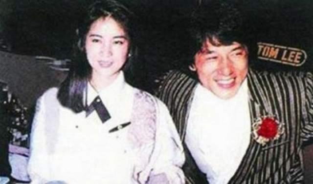 """Джеки Чан Чан- один из самых популярных героев боевиков в мире, он известен своим акробатическим боевым стилем,комедийным даром, а также использованием всевозможных """"подручныхсредств"""" в боях. Снялся в главных ролях более чем в 100 фильмах."""