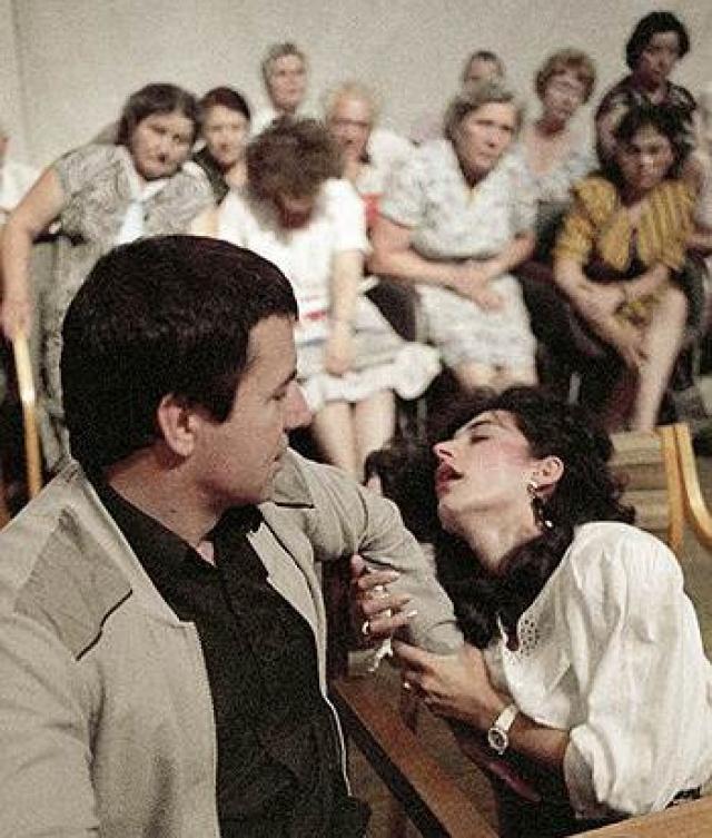 """Триумф психотерапевта с Украины Анатолия Кашпировского начался в марте 88-го, когда он впервые появился в телеэфире в провокационной программе """"Взгляд""""."""