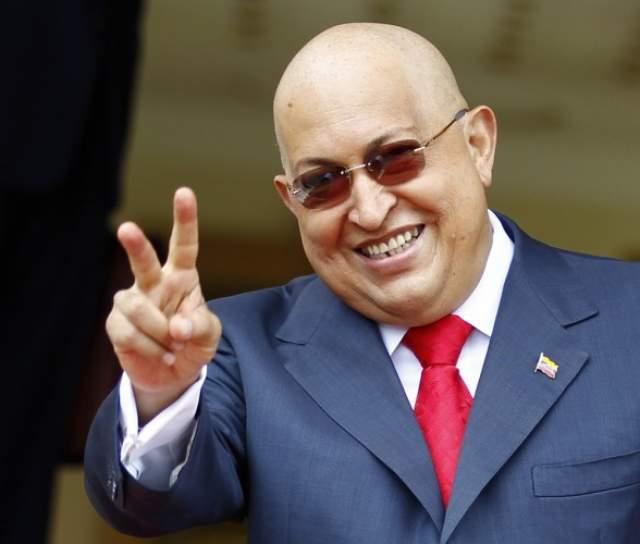 Этот месяц в жизни президента окутан тайной: по слухам, он ушел из жизни не в Венесуэле, а на Кубе, где врачи предпринимали последнюю попытку его спасти. После смерти Чавеса тайно перевезли в Каракас.