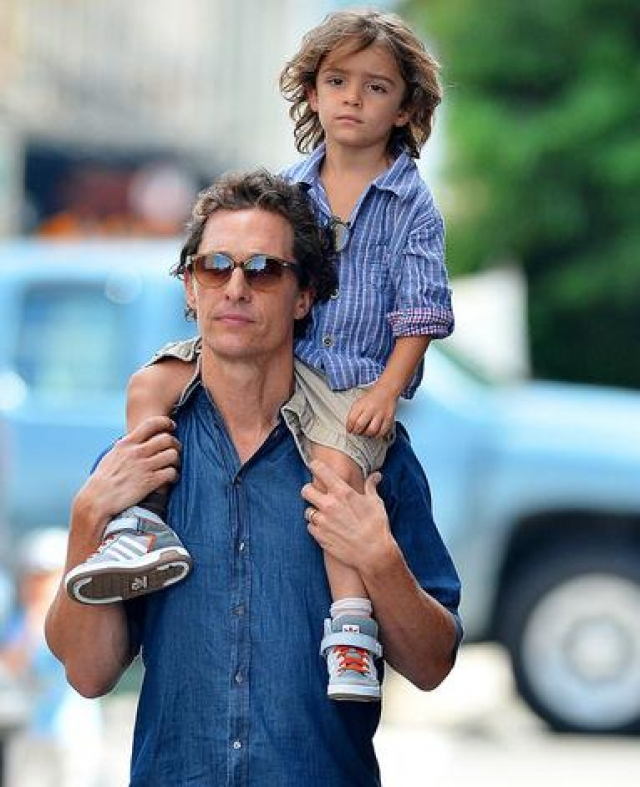 Мэттью МакКонохи и Леви МакКонохи. Сын актера и Камиллы Альвес родился 8 июля 2008 года.