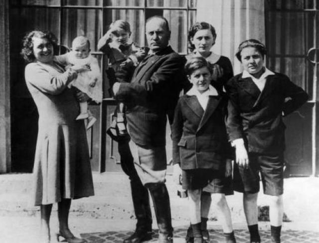Ракель Муссолини после Второй Мировой войны бежала из Италии. В Швейцарии ее арестовали итальянские партизаны, после чего она была передана американцам, которые отпустили Ракель на волю через несколько месяцев.
