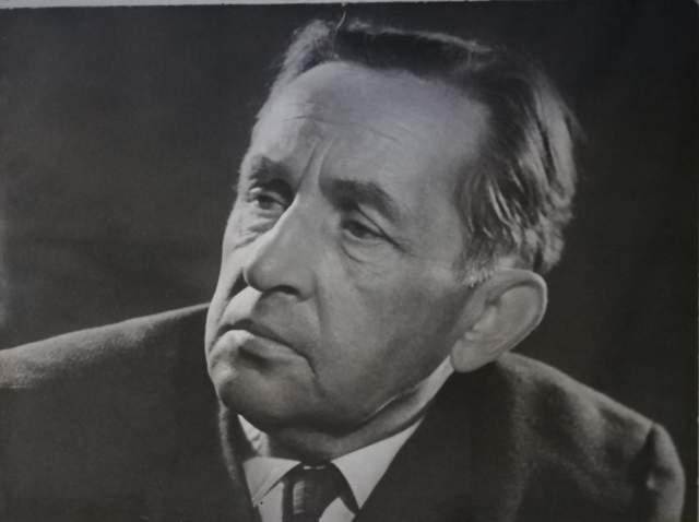 Усилиями журналистов Поддубного и Позднякова поэт был освобожден. Вместе с ним в лагере находился брат Александра Твардовского, Иван. После лагеря Смелякову выезд в Москву был запрещен. 1951 году по доносу двух поэтов Ярослав вновь арестован и отправлен в заполярную Инту. Просидел Смеляков до 1955 году, возвратившись домой по амнистии, еще не реабилитированный. Реабилитирован-же было 1956 году.