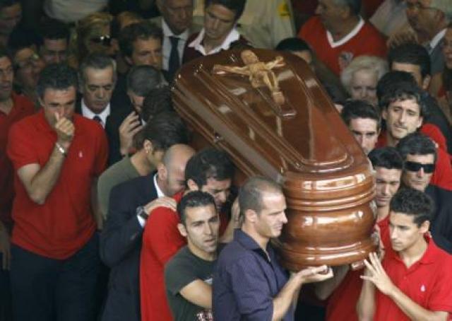 Последний произошел, когда казалось, что жизни Пуэрты уже ничего не угрожает. Один из самых перспективных крайних защитников Испании ушел из жизни, оставив безутешных болельщиков и беременную жену.