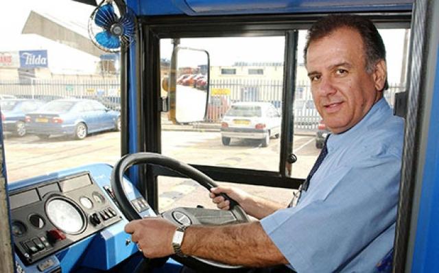 Водитель автобуса Джордж Псарадакис рассказал, что также начал оказывать помощь пострадавшим.