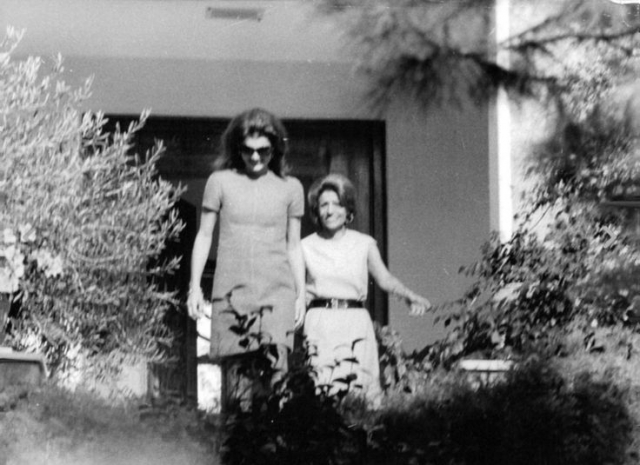 В 1972 году нервы не выдержали, Джеки подала на папарацци в суд.