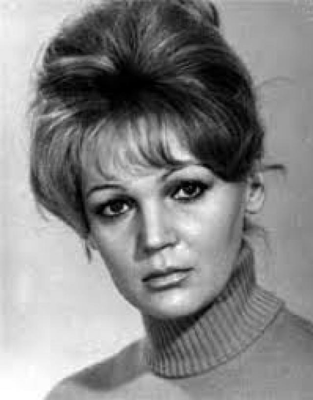 Несколько неудавшихся браков не принесли счастья Людмиле, а отсутствие детей заставляло актрису считать, что она не состоялась в качестве женщины.