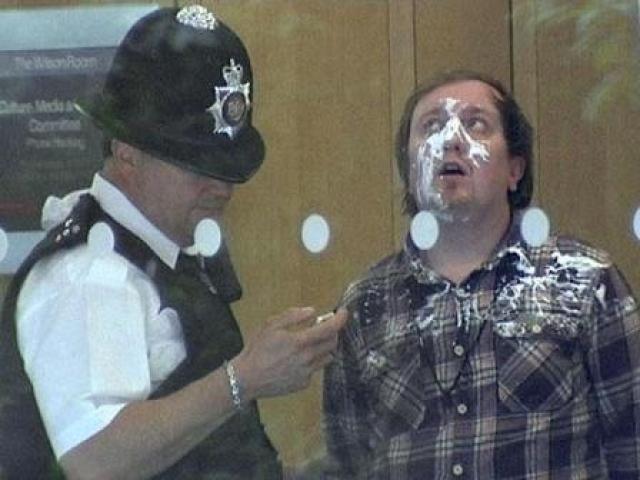 Сам Марблс, которого полицейские схватили на месте происшествия, накануне покушения написал на сайте: «Это лучшее, что я когда-либо делал в своей жизни».