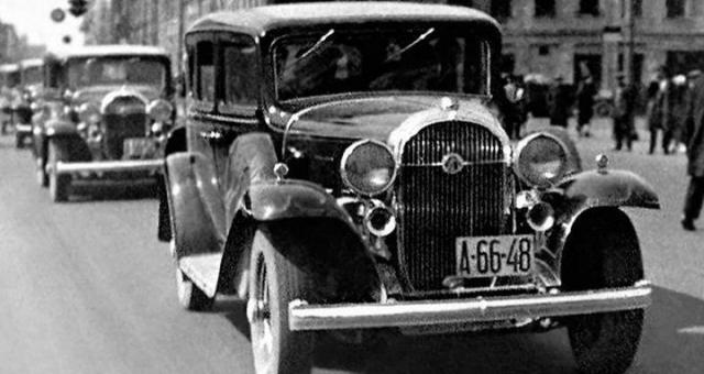 """Легковой автомобиль Л-1 . Завод """"Красный путиловец"""" к 1932 году прекратил выпуск устаревших колесных тракторов """"Фордзон-Путиловец"""" и решил организовать выпуск представительских легковых автомобилей."""