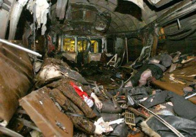 Взрывное устройство мощностью 4 килограмма в тротиловом эквиваленте привел в действие террорист-смертник. В результате взрыва погиб 41 человек (не считая самого террориста) и свыше 250 получили ранения.