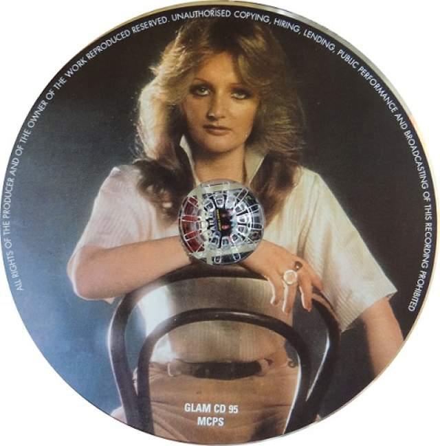"""Bonnie Tyler, 67 лет. Британская исполнительница известна своим необычным голосом с хрипотцой стала популярна в конце 70-х после выпуска альбома """"The World Starts Tonight""""."""