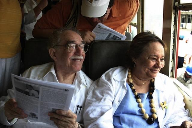 Их брак продлился с 1958 года до смерти писателя в 2014.