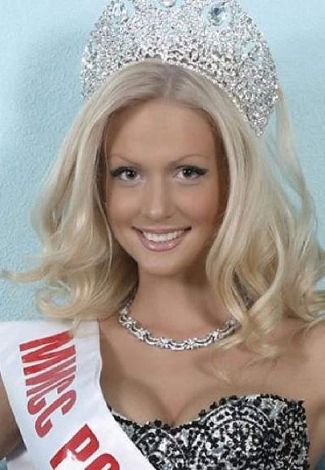 """Некоторые СМИ уже давно иронично называют ее """"Мисс Пластика"""" - уж больно не похода нынешняя Виктори на юную ростовчанку, которой еще только предстояло завоевать в 2003 году почетный титул """"Мисс Россия"""""""