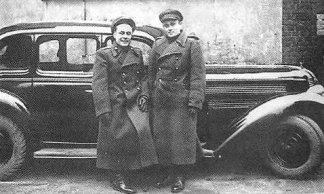 """Гайдукову удается """"пробиться"""" на прием к Сталину и уговорить направить в Германию бывших зэков-ракетчиков С.П.Королева, В.П.Глушко, Д.Д.Севрука, всего около двадцати человек."""