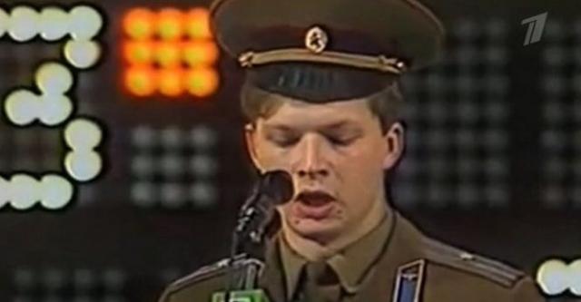 Валдис Пельш. Будущий телеведущий играл за команду КВН МГУ, изображая латыша, плохо знающего русский язык.