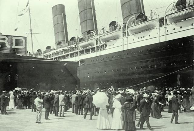 """На пассажирской палубе """"Титаника"""" собирались настоящие сливки общества: миллионеры, актеры и писатели. Не каждый мог позволить себе купить билет I класса - цена равнялась $60000 по нынешним ценам."""