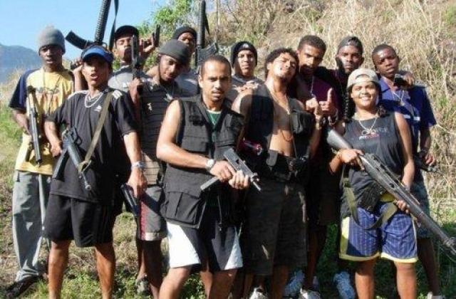 Участники jamaican posse известны перестрелками с полицией и конкурирующими бандами, за территории на которых впоследствии торгуют наркотиками, а также ритуальными убийствами людей, которые наживаются на прибыли с наценки лекарств.