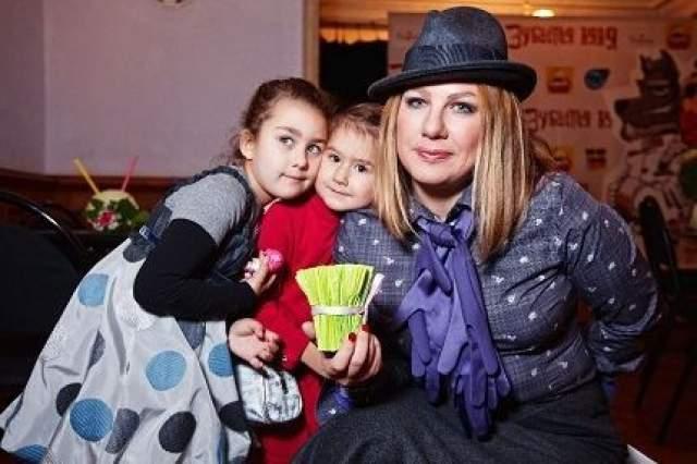 К тому времени Ева Польна уже родила второго ребенка, девочку, от бизнесмена Сергея Пильгуна.