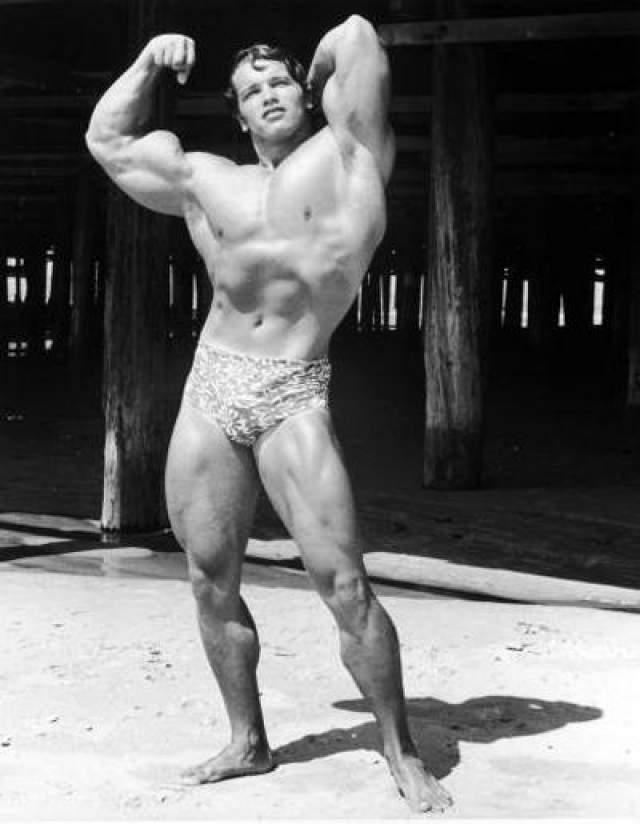 В 1965 году Арнольда призвали в австрийскую армию на 1 год, где он получил воинскую специальность механика - водителя танка. Год спустя он неожиданно для себя занял второе место на конкурсе «Мистер Вселенная» На фото: 1966 год , на пляже Санта-Моники