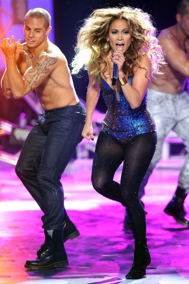 Дженнифер Лопес и Каспер Смарт. Каспер Смарт работал в танцевальной группе Лопес и поначалу не обращал на себя никакого внимания.