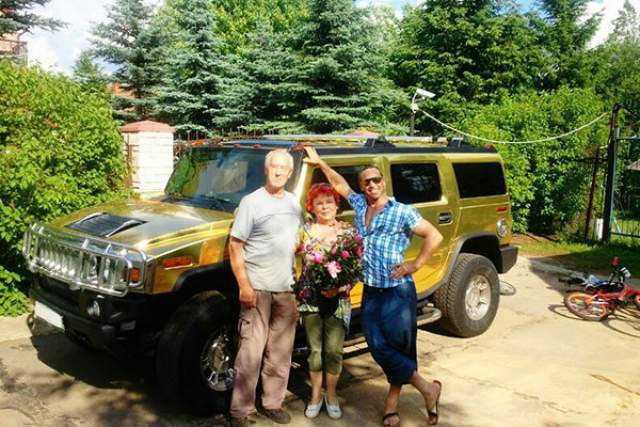Сергей Глушко. Супруг Наташи Королевой, известный как Тарзан, ездит на большом Hummer H2 (ценой около 4 млн рублей).