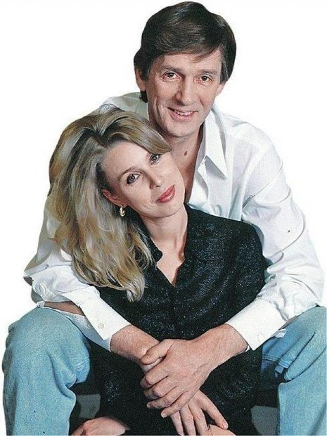 После расставания с Ириной в жизни Абдулова появилась молодая балерина Галина Лобанова, с которой он прожил восемь лет. Говорили, что причиной разрыва было нежелание актера официально оформлять брак.