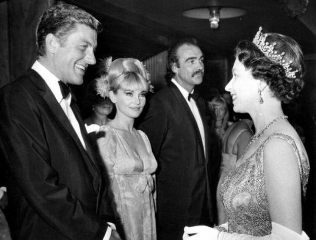 """По утверждению актера, Диана была похожей на него: была независимой, курила сигары и ездила на мотоциклах. Именно при Диане Шон стал """"Агентом 007""""."""