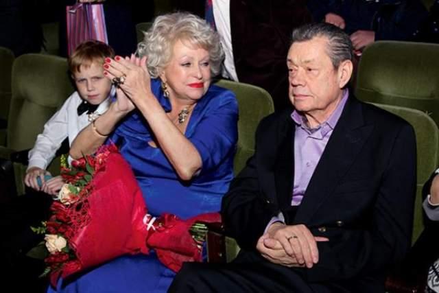 Семья Людмилы и Николая считалась образцовой, но в 2005 году случилась трагедия. Актриса находилась у кровати умирающей матери, когда ей сообщили об ужасном ДТП, в которое попал ее муж. Караченцов стал инвалидом, актер пролежал в коме 26 дней и, увы, так и не смог окончательно реабилитироваться после этого.