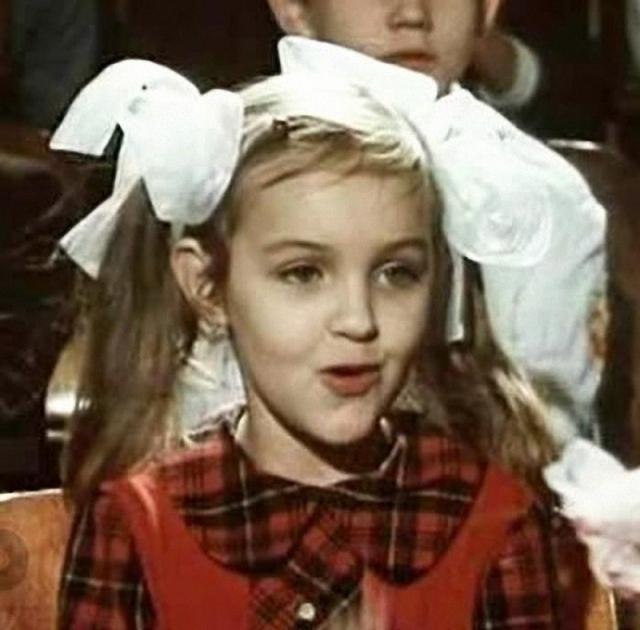 """Вскоре юную актрису должны были снимать в главной роли в новом фильме """"Про Красную Шапочку"""", но Таня, упав с велосипеда, получила черепно-мозговую травму, врачи и родители сказали: никакого кино."""
