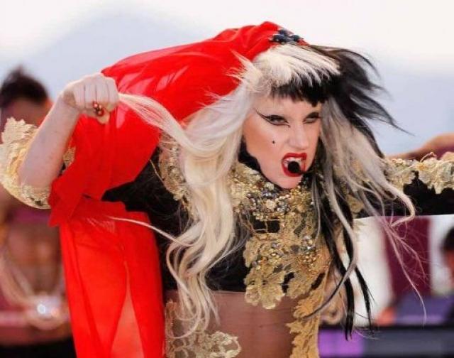 Леди Гага. Певица признает, что любит, когда у нее на голове создают настоящие произведения искусства.