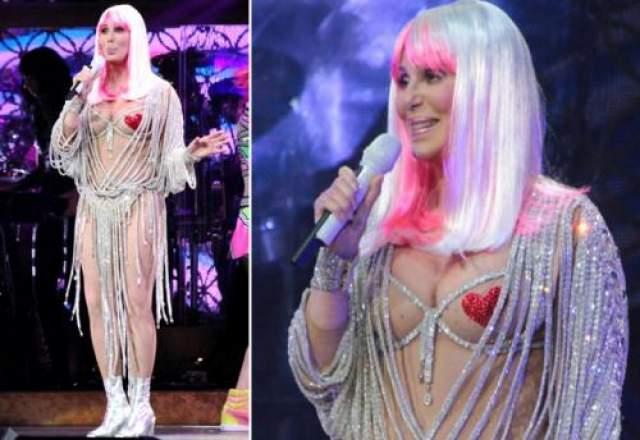 Шер, как и Мадонна, запуталась в понятиях сценических костюмов и нарядов для красной дорожки.