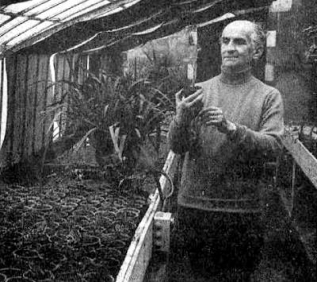 """У него был и свой фруктовый сад с огородом. Актер гордился тем, что никогда не применял химикаты: """"Моих яблок хватит всем - и мне, и червям""""."""