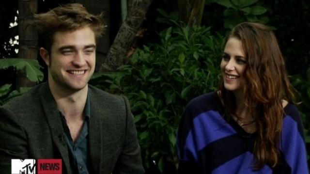 Пара перестает отрицать свои отношения в ноябре 2009 года, но и не подтверждает их. А в июне 2011 года Роберт и Кристен наконец перестали отрицать тот факт, что они не только встречаются, но и живут вместе.
