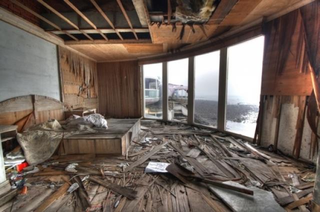 В процессе строительства несчастные случаи происходили, чуть ли не каждый день, жители близлежащих районов уверены, что место кишит призраками. Потому-то желающих купить там недвижимость так и не нашлось.