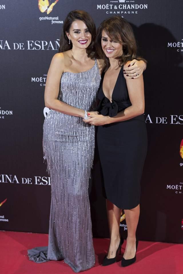 Младшая сестра Моника между тем хорошо известна в родной Испании как танцовщица и актриса.