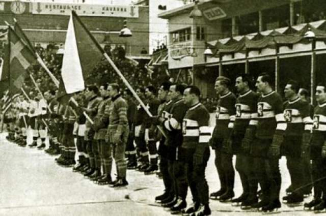 Та великая команда стала первым спортивным коллективом, попавшим в авиакатастрофу. 18 ноября 1948 года шестеро ведущих игроков чехословацкой сборной летели на товарищеский матч в Лондон, когда их самолет по неизвестной причине рухнул в Ла-Манш. Спастись не сумел никто. Даже после таких страшных потерь чехи смогли выиграть ЧМ- 1949 и посвятили эту победу памяти погибших.