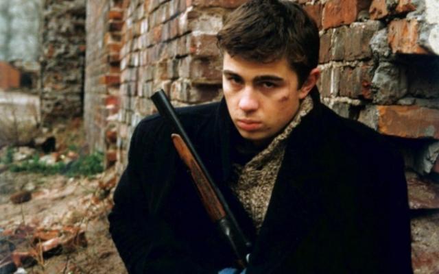 """В 90-х он снимался в фильмах отца с завидным постоянством. Но все же самой известной работой стала потрясающе сыгранная роль в картине Алексея Балабанова """"Брат"""", которая вышла на большие экраны в 1997 году."""
