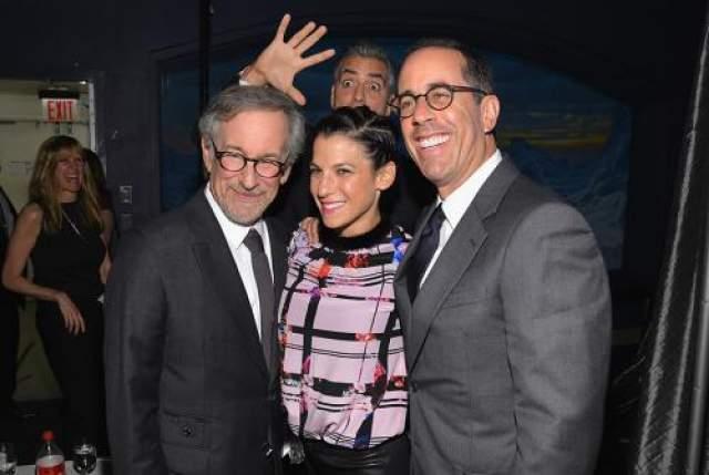 Джордж Клуни посчитал, что эта фотография со Стивеном Спилбергом, Джессикой и Джерри Сайнфелдами была бы неполной без него.