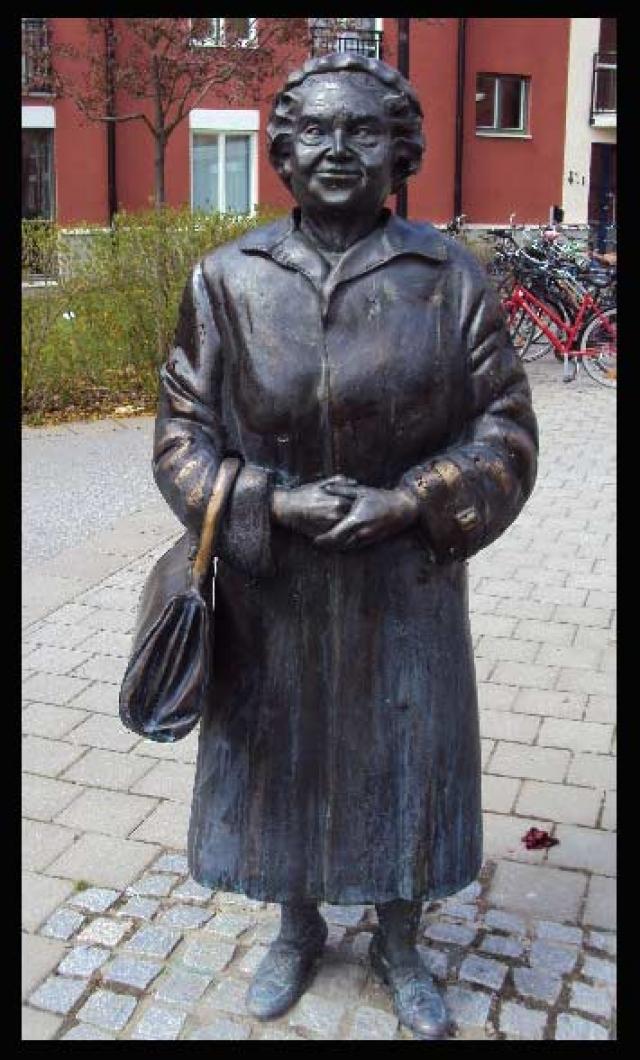 Говорят, что после шума вокруг этой фотографии, женщина покончила жизнь самоубийством из-за постоянных угроз и преследований со стороны неонацистов. Смелой женщине был поставлен памятник.