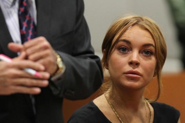 Последовали арест за пьяное вождение и хранение кокаина, потом повторный арест за то же самое с еще одним пакетом кокаина в кармане (пытаясь скрыться от полиции, Линдси врезалась на своем Мерседесе в бордюр).