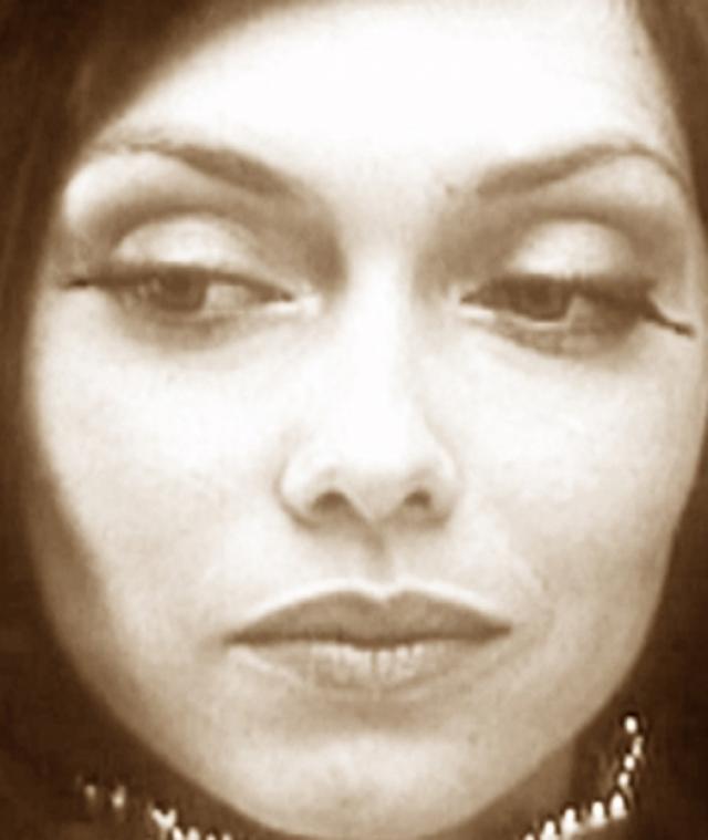 """Елена Метелкина. Многим Елена знакома благодаря ролям в фильмах """"Гостья из будущего"""" и """"Через тернии к звездам"""". Огромные глаза, хрупка фигура и совершенно нетипичная для того времени внешность приковывали внимание к Елене."""