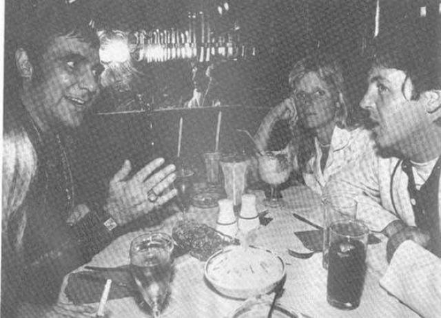 Последний ужин барабанщика группы The Who Кита Муна вместе с Полом Маккартни и его тогдашней женой Линдой.