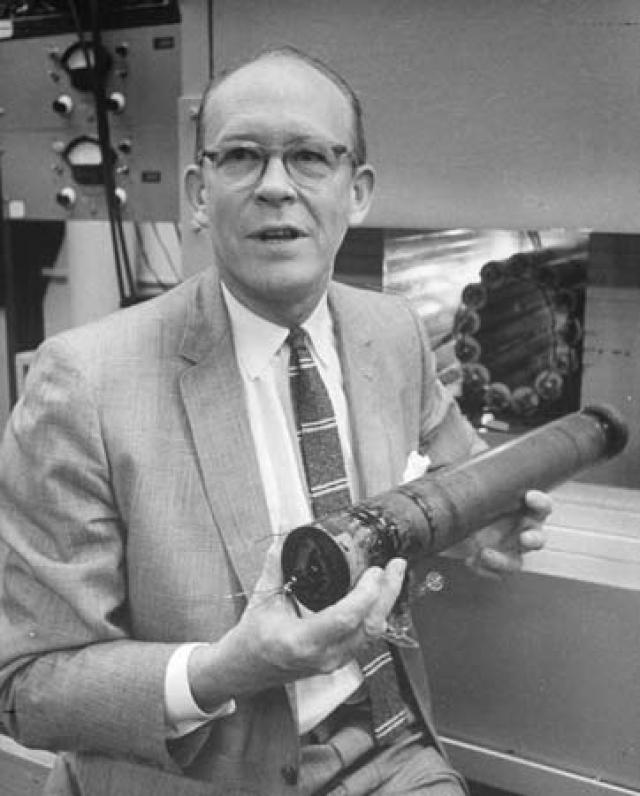 В 1965 году американские ученые Кован и Либби высказали гипотезу, что Тунгусский метеорит состоял из антиматерии и при соприкосновении с материей земной атмосферы произошла аннигиляция, то есть материя и антиматерия, соединившись вместе, превратились в энергию, не оставив никаких осколков.