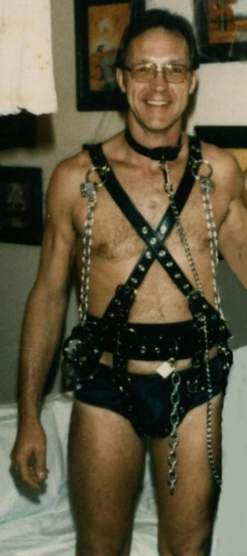 Роудс объездил США на огромном трейлере, который оборудовал под камеру пыток. Его жертвами становились как минимум три человека в месяц.