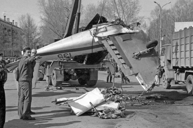 Нижний Тагил (9 мая 1993 года ). Во время празднования 48-ой годовщины дня победы самолет упал в прямо в центре города.