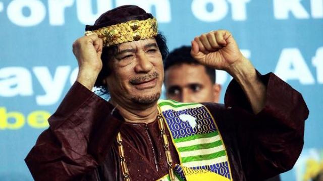 """В 2006 году Каддафи провозгласил Ливию родиной """"Кока-Колы"""". По его мнению, изначально все ингредиенты для изготовления напитка поставлялись из Африки, следовательно теперь компания Coca-Cola должна платить правительствам африканских государств процент с каждой проданной бутылки."""